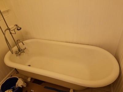 **SALE** $350 Bathtub Refinishing Service   Bathtub Refinishing Services